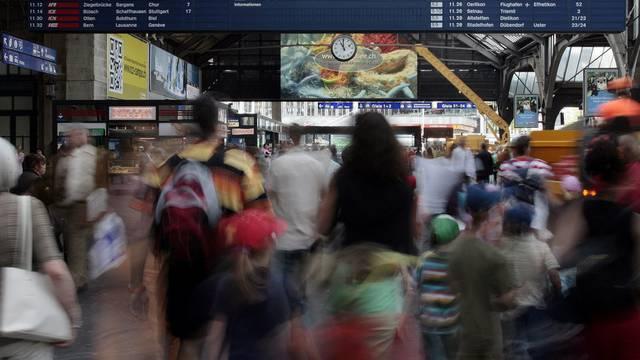Die Schweizer Bevölkerung ist gewachsen: Menschen am Hauptbahnhof in Zürich