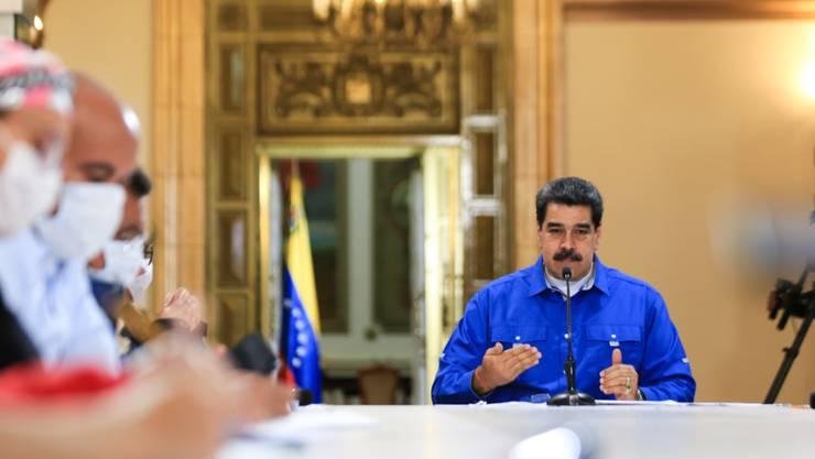 HANDOUT - Venezuelas Präsident Nicolas Maduro während einer Videokonferenz in Caracas. Foto: Jhonn Zerpa/Prensa Miraflores/dpa - ACHTUNG: Nur zur redaktionellen Verwendung im Zusammenhang mit der aktuellen Berichterstattung und nur mit vollständiger Nennung des vorstehenden Credits