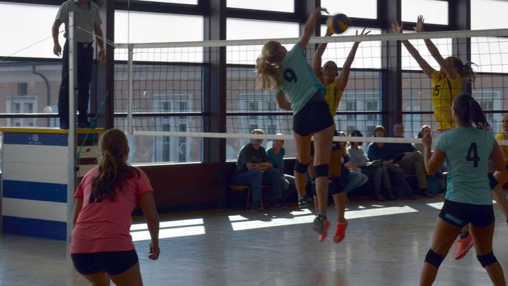 Die Grenchner Volleyballerinnen gewannen gegen den VB Therwil.