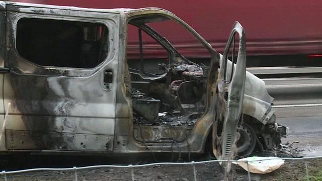Brennender Lieferwagen hält Einsatzkräfte auf Trab