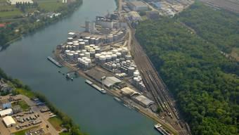 Beim Auhafen wurde der Rhein mit Öl verschmutzt. (Archiv)