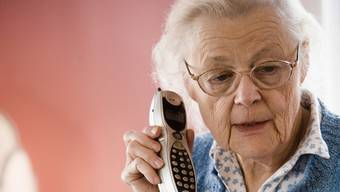 Die ältere Dame erhielt einen Anruf von einer angeblichen Freundin. (Symbolbild)