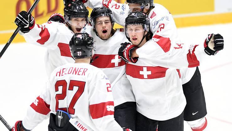 Die Schweizer Spieler bejubeln das 2:0