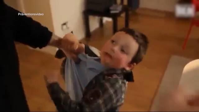 2-Jähriger wird zu Tode misshandelt
