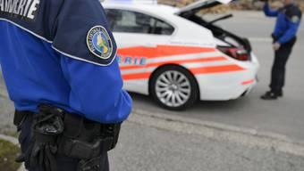 Die Polizei hat im Kanton Waadt den Lenker eines E-Scooters gestoppt. Der Mann war beinahe drei mal so schnell unterwegs wie erlaubt. (Symbolbild)