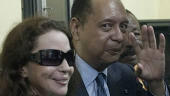 Jean-Claude Duvalier mit seiner Frau Véronique nach er Landung in Haiti