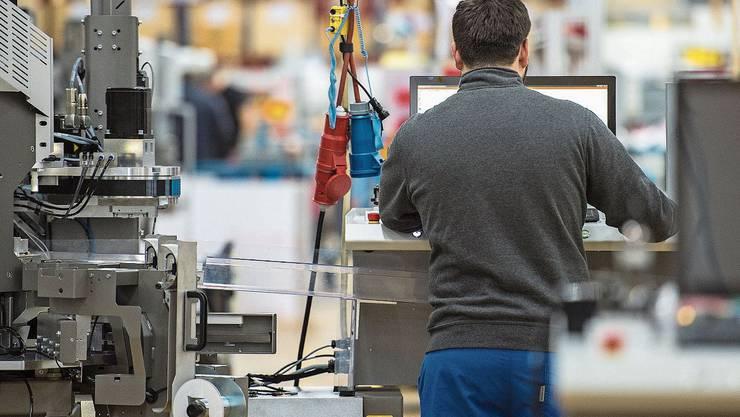 Blick in die Produktion des Dierikoner Kabelverarbeitungsmaschinenherstellers Komax.