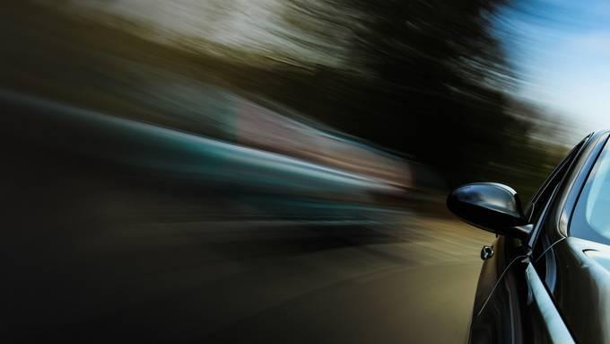 Am Wochenende stoppte die Kantonspolizei Aargau 17 Schnellfahrer. (Symbolbild)