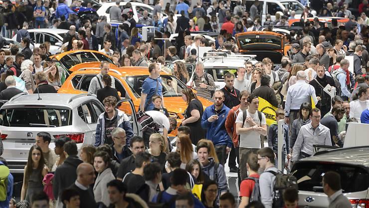 Der Besucherandrang am Genfer Autosalon war teilweise sehr gross. Insgesamt wurden an der am Sonntagabend zu Ende gegangenen Veranstaltung  687'000 Eintritte verzeichnet, 0,7 Prozent mehr als im Vorjahr.