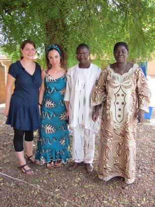 Nina Werfeli und Natalie Burlet mit Lassané Sanou, dem Koordinator vom Sozialamt und Blandine Yaméogo,Leiterin des Waisenhauses