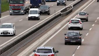 Auf der einen Seite koste ein Tunnel mehrere 100 Millionen Franken, auf der anderen Seite würden deutlich höhere Betriebs- und Unterhaltskosten anfallen, so die Regierung.