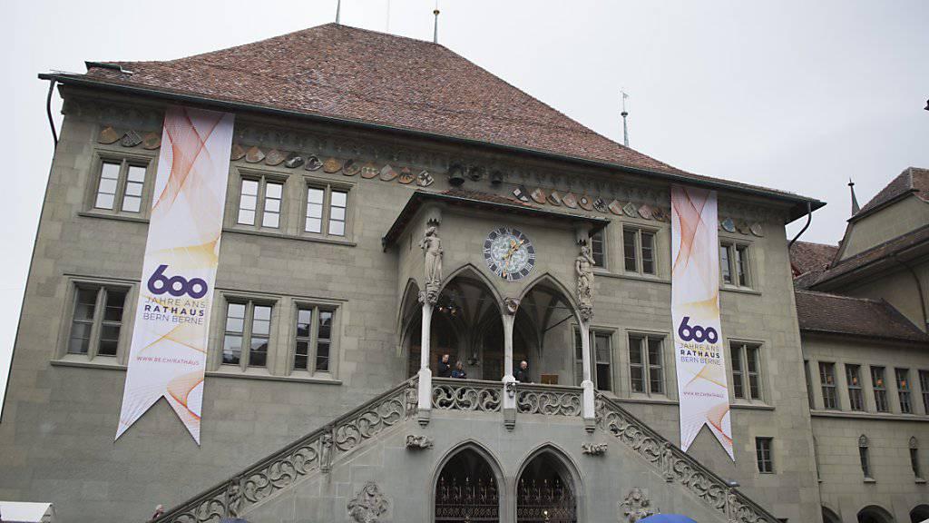 Das eben 600-jährig gewordene Berner Rathaus war Schauplatz der Berner Monster-Finanzdebatte. (Archivbild)