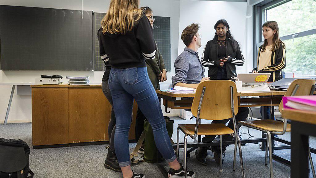 95 Lehrkräfte stehen wegen Pädophilie, Sucht oder Gewalt auf der schwarzen Liste der EDK. (Symbolbild)