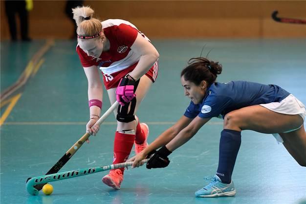 Karin Bugmann (links, Rotweiss) gegen Empar Gil (rechts, Madrid).