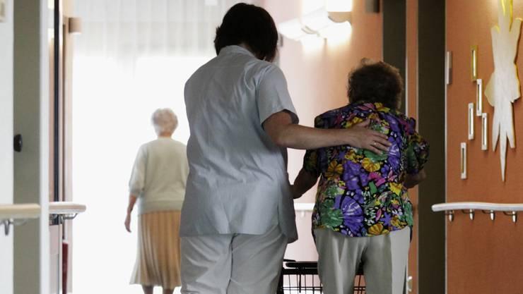 Wer zahlt künftig den Aufenthalt im Pflegeheim: Patient, Krankenkasse oder öffentliche Hand?