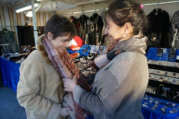 Tiziana Panico verkauft Damenmode und Accessoires