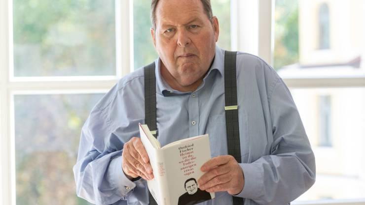 """Ottfried Fischer, Schauspieler und Kabarettist, mit seinem Buch """"Heimat ist da, wo dir die Todesanzeigen etwas sagen"""": Von der heutigen Comedy-Szene hält er nichts und das Kabarett sieht er im Niedergang."""