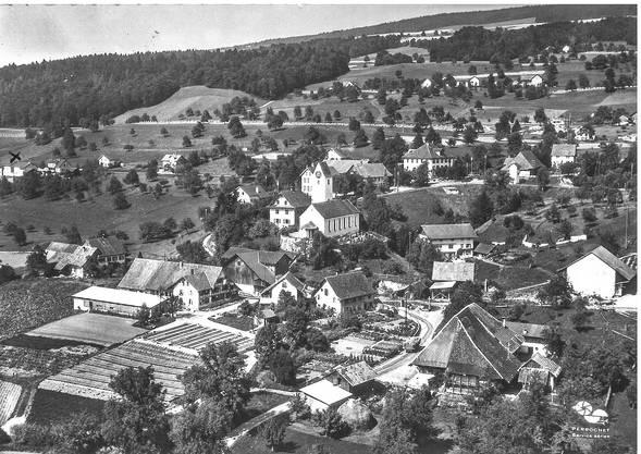 «Frau Säuberli» in Teufenthal hat diese Karte mit einer Luftaufnahme von Eggenwil im Juni 1966 erhalten.