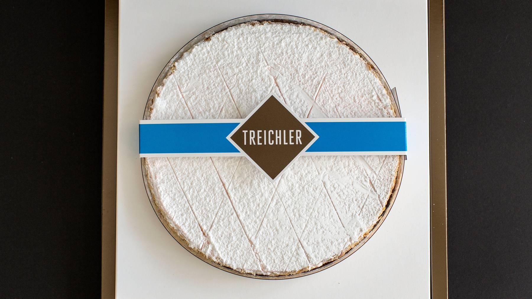 Eine verpackte Zuger Kirschtorte von Treichler, dem Erfinderhaus der Zuger Kirschtorte.
