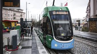 Die 3er-Tramverlängerung von Basel ins elsässische Saint-Louis wurde heute feierlich eingeweiht. Haltestelle Place Mermoz. Photo by Roland Schmid