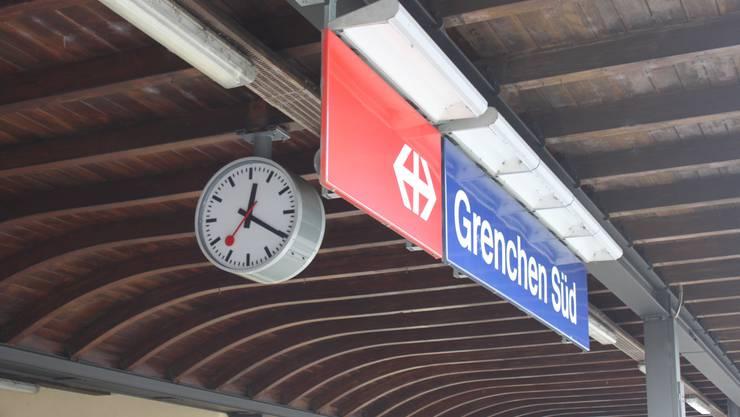Laut der Kantonspolizei Solothurn haben etwa vier bis sechs vermummte Fans des FC Solothurn einen Avec-Shop am Bahnhof Süd bestohlen. (Archiv)