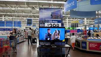 Konsumentinnen und Konsumenten in den USA haben im März weniger Geld ausgegeben als erwartet (Archiv)