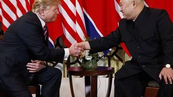 US-Präsident Donald Trump schenkt dem Diktator Nordkoreas weiterhin sein Vertrauen, auch wenn das jüngste Treffen mit Kim Jong Un nicht so erfolgreich über die Bühne gegangen ist. (Archivbild)