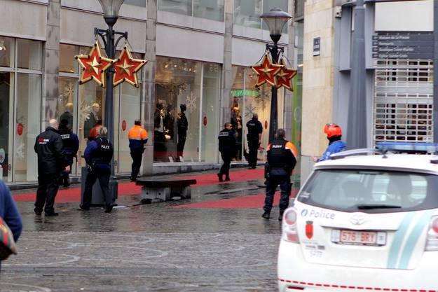 Polizisten auf dem Saint-Lambert-Platz