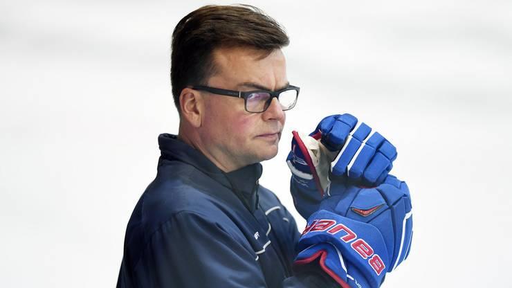 Der neue Kloten-Trainer Pekka Tirkkonen beim ersten Training