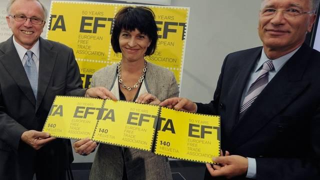 Von links: EFTA Generalsekretär Kare Bryn, Bundespraesidentin Doris Leuthard und Peter Hasler, Verwaltungsratspräsident Post