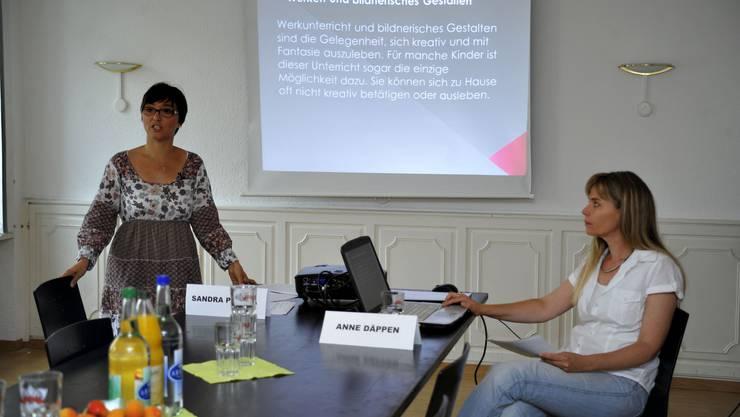 Sandra Padula (links) und Anne Däppen stellen ihre Anliegen vor