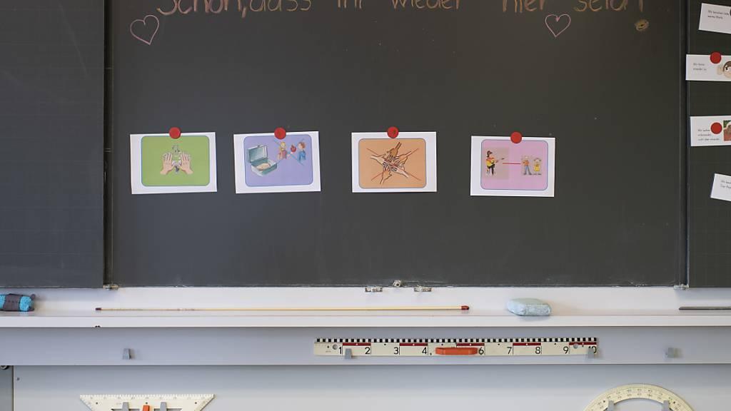 Vier Klassen und dreizehn Lehrpersonen müssen in Quarantäne