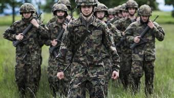 In der Armee dienen können sollen auch Transmenschen. Der scheidende Armeechef Philippe Rebord will das Heer den gesellschaftlichen Änderungen anpassen. Auch einer Dienstpflicht für Frauen wäre er nicht abgeneigt. (Archivbild)