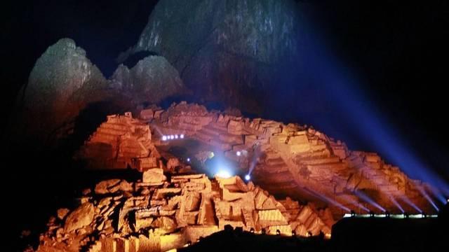 Gigantische Lichtshow bei der Inka-Stadt Machu Picchu