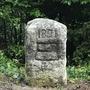 Der Stein steht nun wieder auf der Kantonsgrenze zwischen Zürich und Zug.