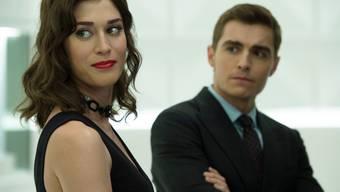 "Lizzy Caplan (links) und Dave Franco in einer Szene des Films ""Now You See Me 2"" (Archiv)"
