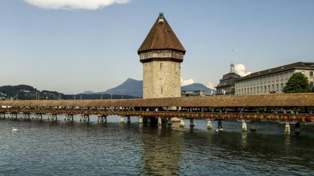Die Kapellbrücke in Luzern soll vor Feuer geschützt werden (Archiv)