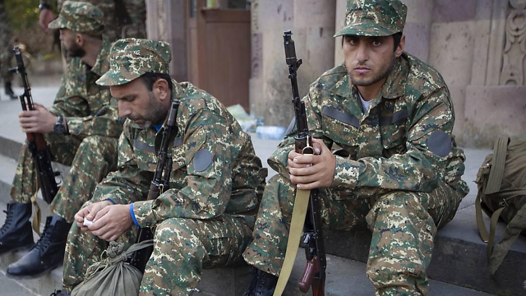 Trump, Putin und Macron verurteilen Gewalt in Berg-Karabach