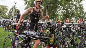 Daniela Ryf wechselt vom Velo auf die Laufstrecke.