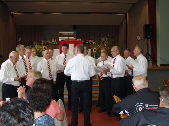 Der Männerchor Liederkranz wurde für seine Leistung am Gesangfest in Meiringen geehrt.