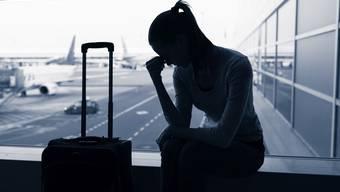 Ein Limmattaler Reiseunternehmer hat über ein Dutzend Touristen mit Geisterreisen um über 40 000 Franken geprellt. Dafür kassierte der nicht geständige Geschäftsführer eine teilbedingte Geldstrafe von 270 Tagessätzen zu 80 Franken. Die Hälfte davon, 10 800 Franken, muss der vorbestrafte Betrüger bezahlen.