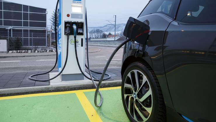 Eine Hochleistungs-Ladestation für Elektroautos. (Symbolbild)