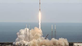 """Start der """"Falcon 9""""-Rakete vom Weltraumbahnhof Cape Canaveral im US-Bundesstaat Florida."""