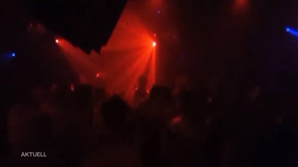 Party-Nacht: Kaum wieder offen, strömt das Partyvolk in die Clubs