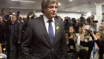 Der von Madrid entmachtete Regierungschef Kataloniens, Carles Puigdemont, hat nach dem Wahlsieg der Separatisten die spanische Regierung darum gebeten, bald heimkehren zu dürfen. (Archivbild)