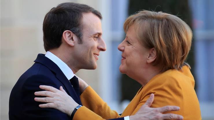 Frankreichs Präsident Macron und die deutsche Kanzlerin Merkel. Reuters