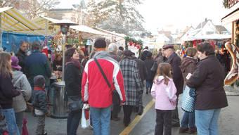 Die traditionellen Fricker Märkte ziehen zu allen Jahreszeiten immer eine grosse Besuchermenge aus nah und fern an. az-archiv