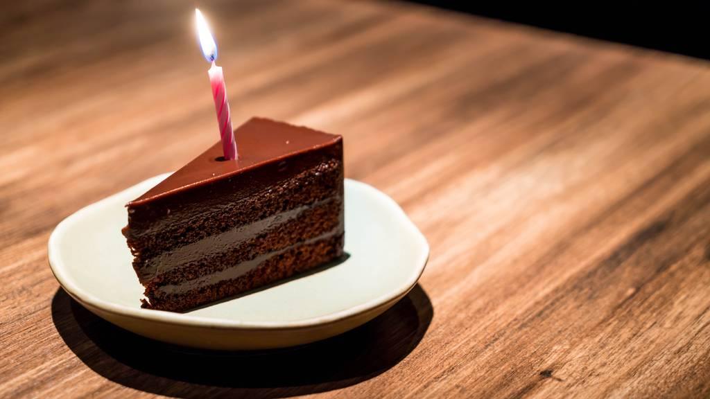 Mann datet 35 Frauen gleichzeitig – damit er mehr Geburtstagsgeschenke bekommt