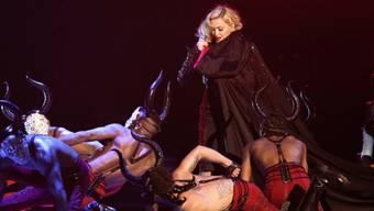 Madonna nach dem Sturz wieder auf den Beinen (Archiv)