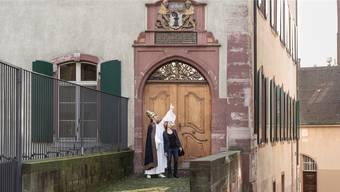 Die Zahl der szenischen Rundgänge, wie dieser unter dem Motto «Habemus Papam – wir sind Papst», hat Basel Tourismus reduziert, so konnte die Auslastung erhöht werden.